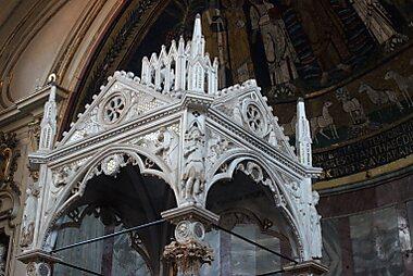 Imagini pentru Biserica Santa Cecilia in Trastevere