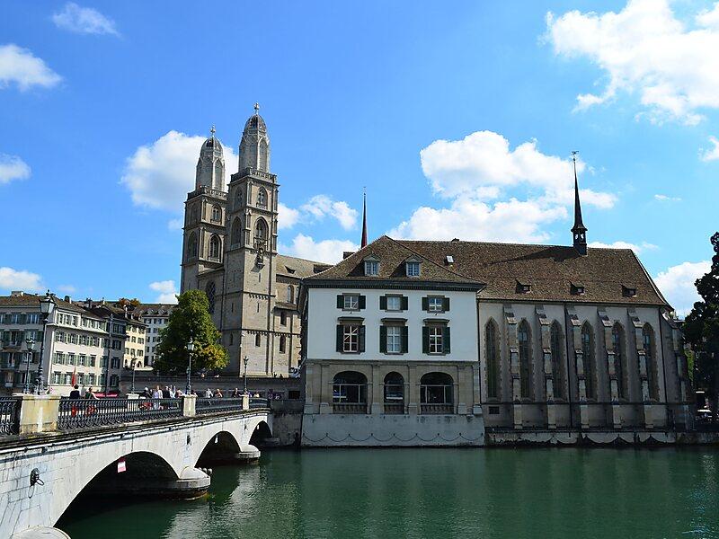 Grossmünster en Altstadt, Zúrich, Suiza   Sygic Travel